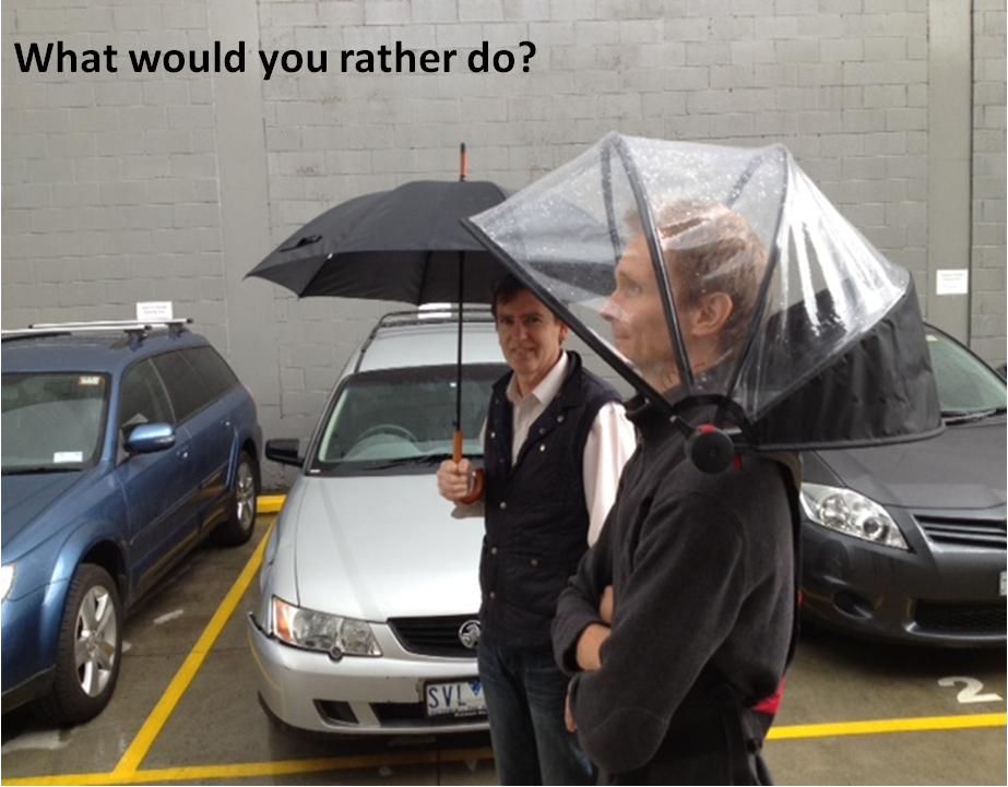 世界初ハンズフリーの傘「Nubrella」。雨風をしのぎながら両手が使える!