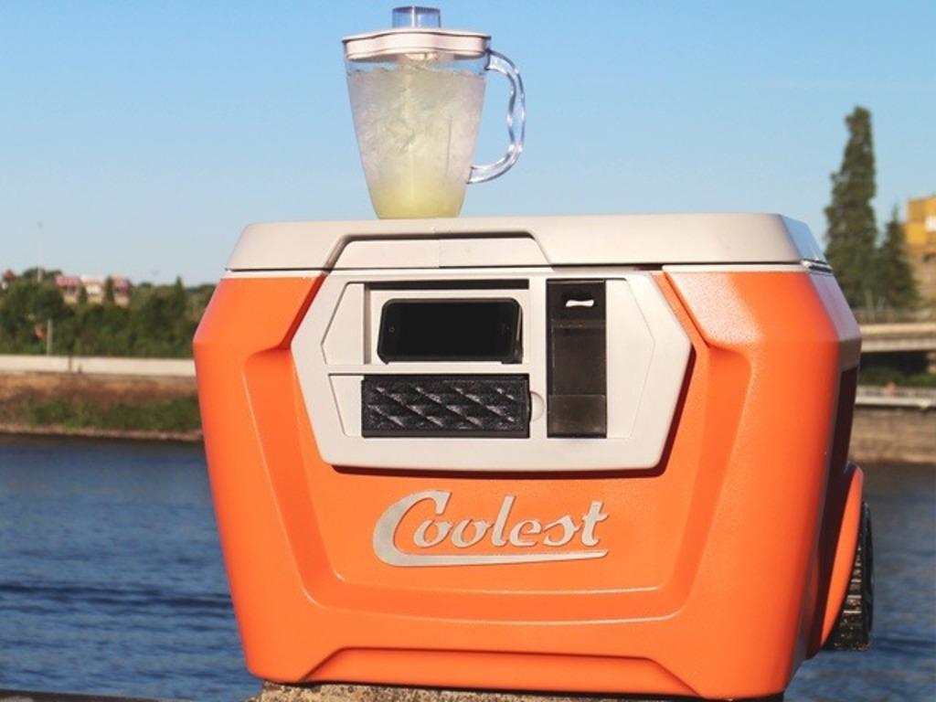 2014年Kickstarterでもっとも成功したプロジェクト、多機能クーラーボックス「COOLEST COOLER」