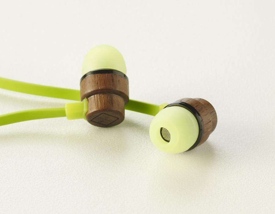 環境にやさしいナチュラルな木製イヤホン「woodbuds」