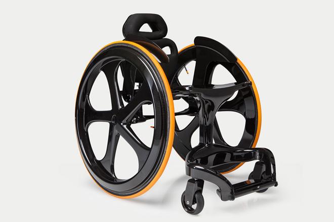 車椅子業界の革命児。おしゃれなデザイン車椅子「Carbon Black」