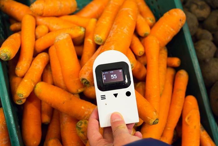 スマホとセットではたらく放射線量測定器「RADIUM BOX」で安全確保