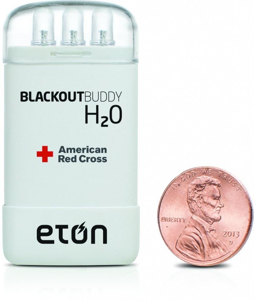 災害時に心強い!バッテリー不要の水で発電するライト「Blackout Buddy H2O」