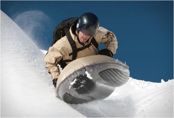 新感覚ウィンタースポーツ!うつぶせ状態で滑走する「Airboard」