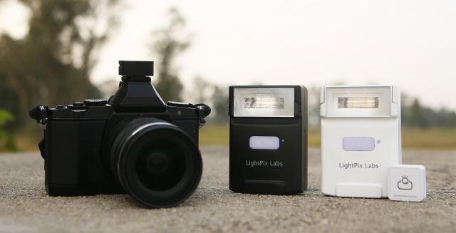 カメラから取り外し可能なフラッシュライト「FlashQ Q20」