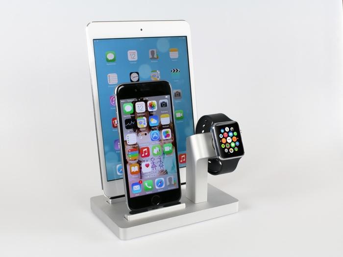 Apple Watch、iPhone 、iPadをまとめて充電できるスタンド「PREMIUM ONE」