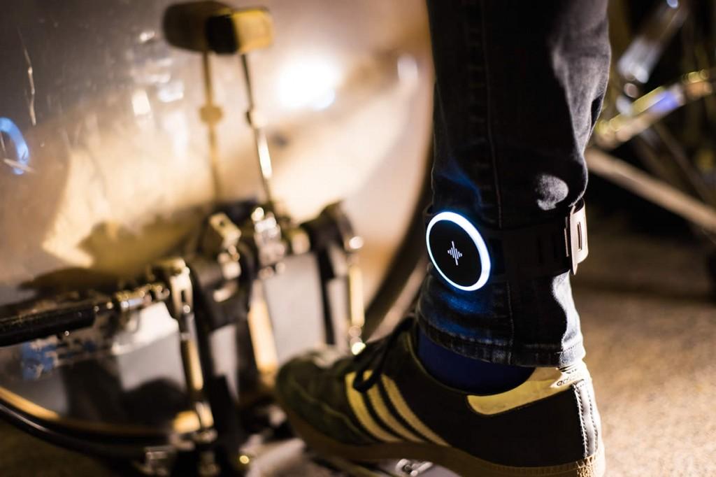 世界初!ミュージシャンのためのウェアラブルメトロノーム「Soundbrenner Pulse」