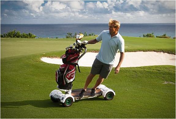 スイスイ進める!ゴルフコース用電動ボード「Golf Board」
