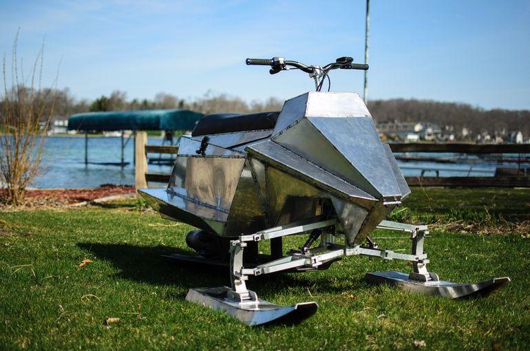 高性能ジェットスキー「Jet Blade」で水上を乗り回そう