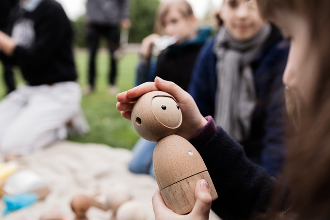 メロディーで答える人形「Avakai」を遊び相手にしよう