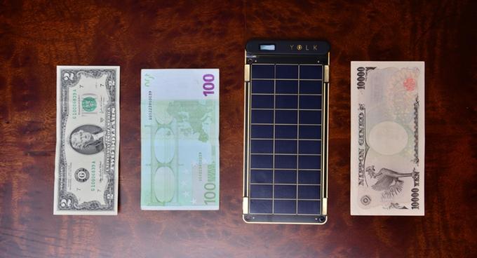 ほぼ一万円紙幣サイズのソーラーチャージャー「Solar Paper」がかなり使える