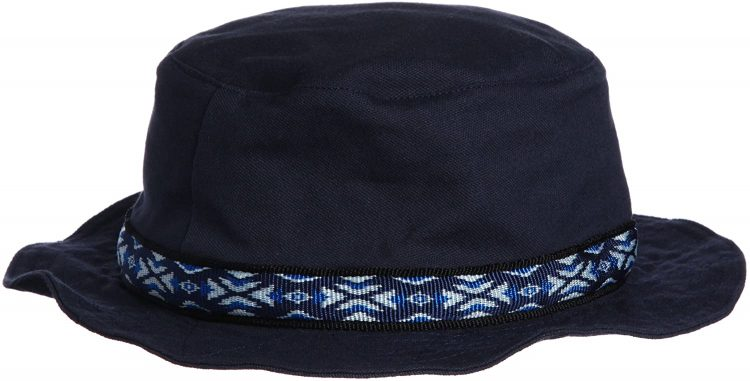カブー(Kavu)の帽子でナチュラルアウトドアコーデ
