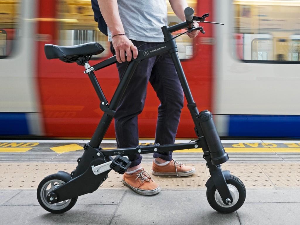 世界最小最軽量!折りたたみ式電動アシスト自転車登場