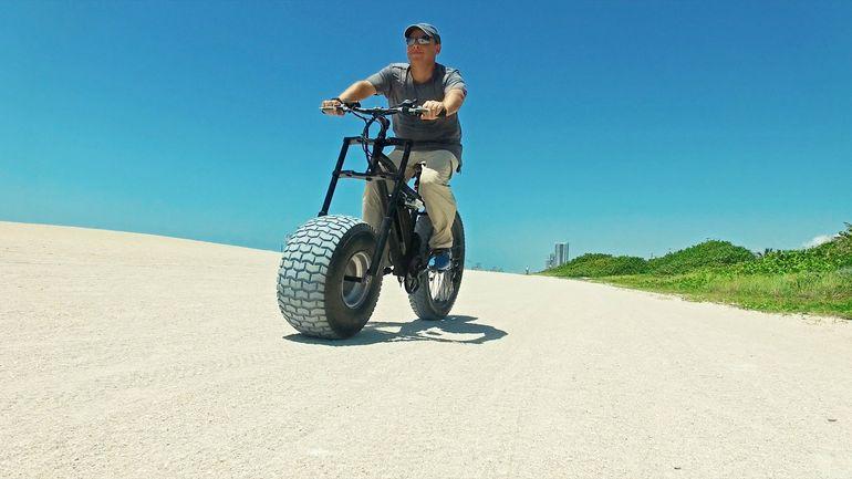 幅25センチの極太タイヤがイイ!電動ファットバイク「XTERRAIN ELECTRIC BICYCLE」
