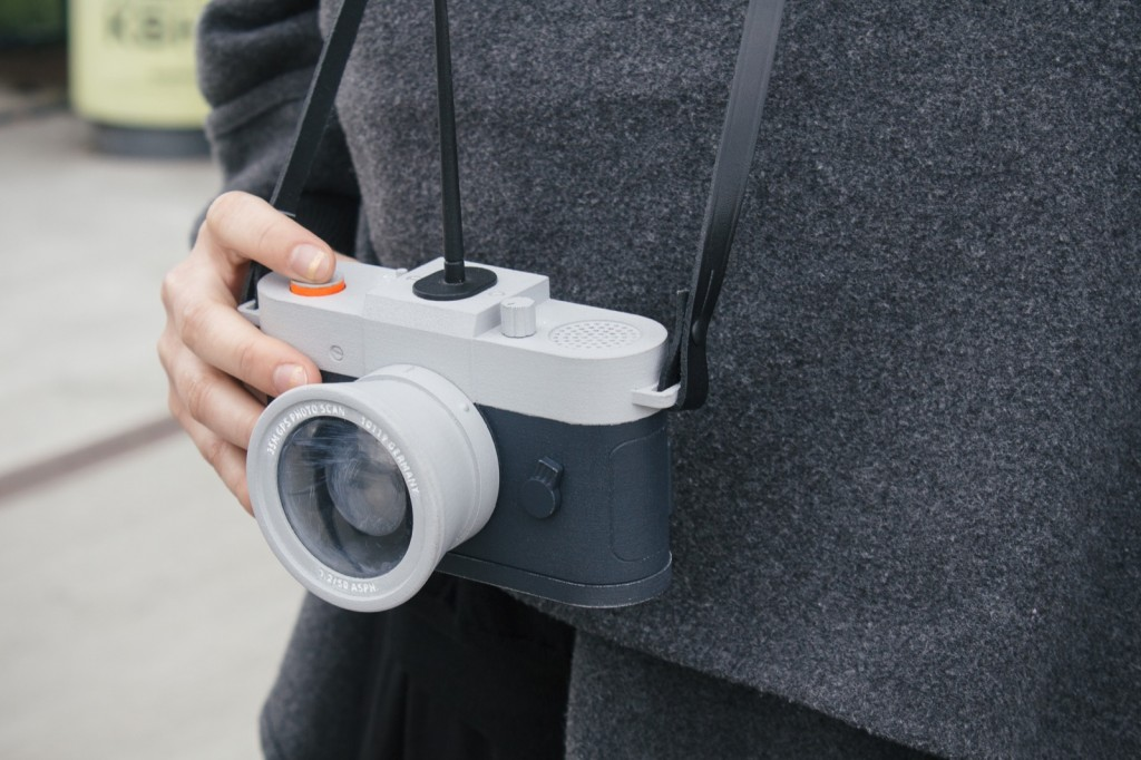 カメラが入ったことのない場所で写真が撮れる?ジオタグ自動判別カメラ「Camera Restricta」