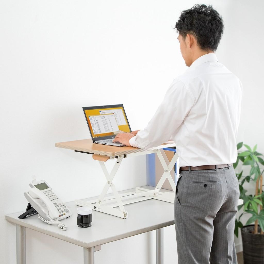 高さ調整自由自在!机の上に置くスタンディングデスクで姿勢を正そう