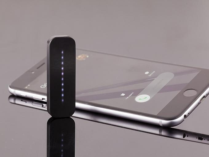 チラ見でOK!LEDでiPhoneのあらゆる着信を知らせるデバイス「iQiKi」が超絶便利