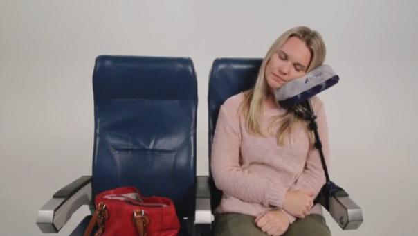 旅行中の快眠を手に入れよう!新発想の旅行用枕「JetComfy」