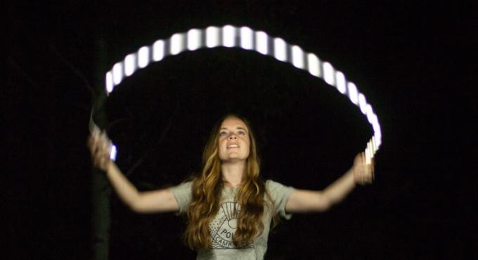 形や使い方は自由自在!明るさ20倍のひも状照明「Luminoodle」