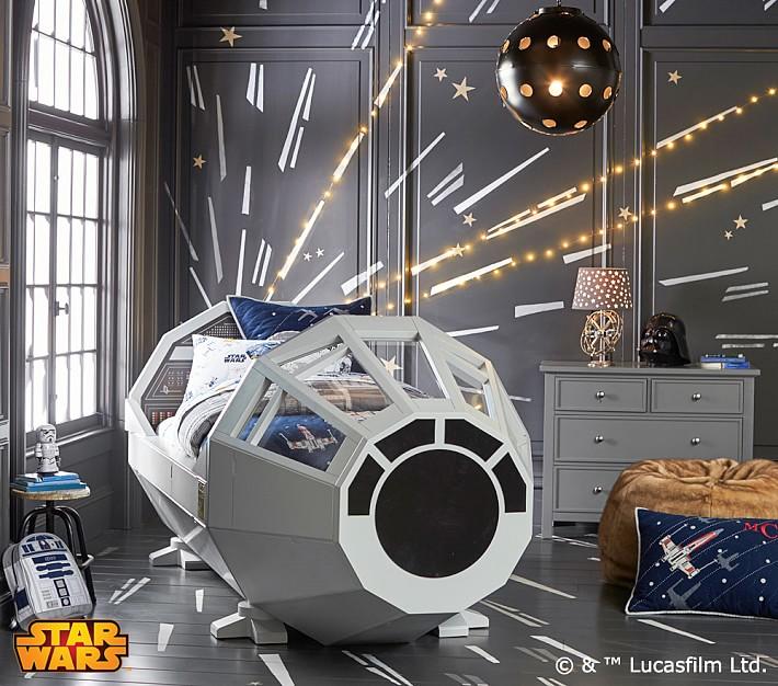 """出た!""""銀河系最速""""ファルコン号のコックピット型ベッドで睡眠も""""ハイパー""""級?"""