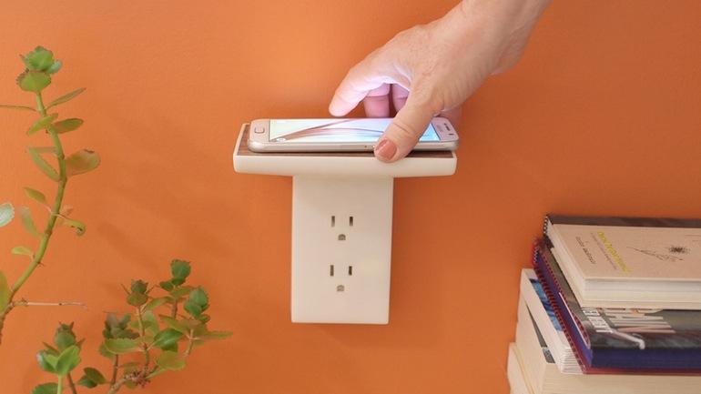 こんなの待ってた!壁付け無接点充電器「WallJax」のスッキリ感がスゴい