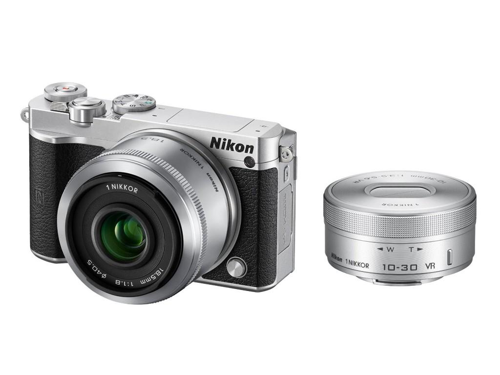 世界初のレンズ交換式ミラーレスも。ニコンのミラーレス一眼カメラ特集