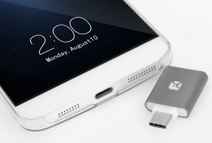 Type-CもOK!スマホでのデータ管理に最適なMini MicroSDリーダー「Redux」