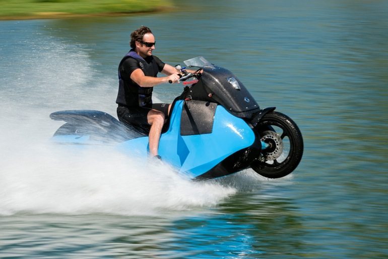 5秒でジェットスキーに変身!豪快パワーのハイスピード水陸両用バイク「Gibbs Biski」