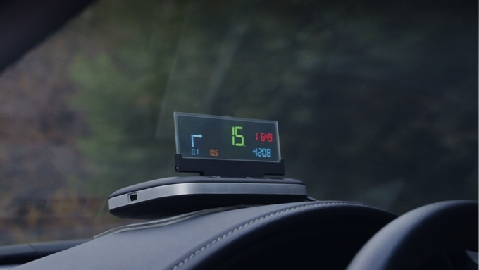 自分の運転を分析しよう!車とスマホにつないで使うHUDナビ「VINET」