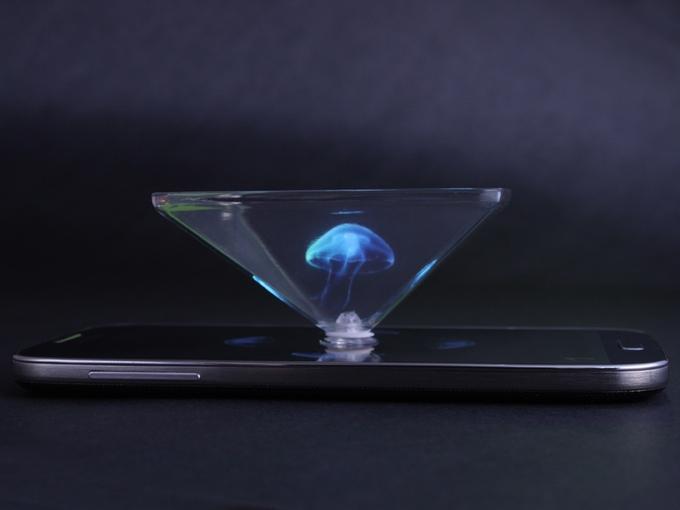 スマホの上でクラゲが泳ぎ蝶が舞う!3次元プロジェクター「Hologram Pyramid」