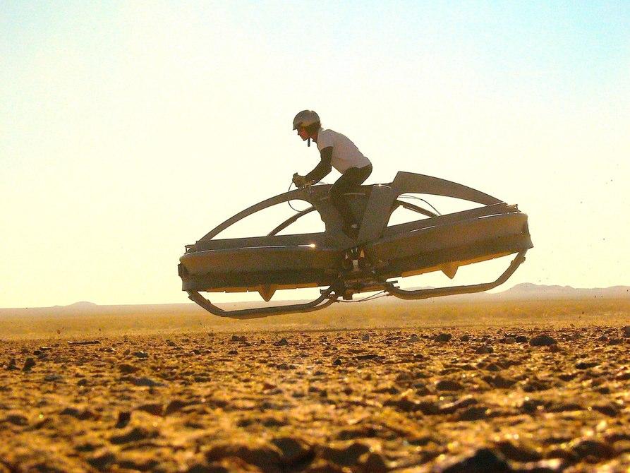 これは安いのか?85,000ドルのホバーバイク「Aero-X」の本気度がスゴい