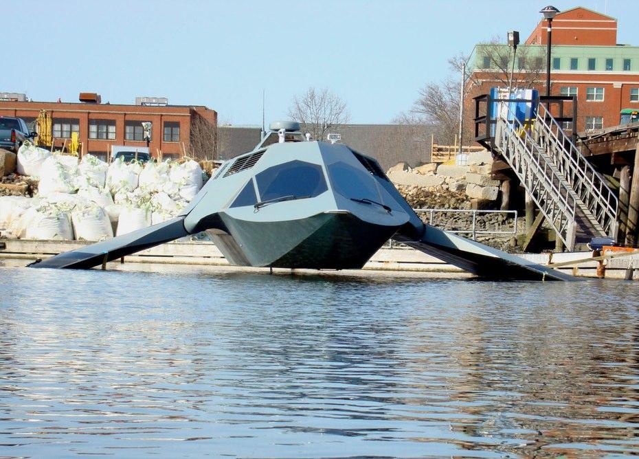 世界初!水の抵抗を減らして爆進する超高速船「GHOST」がバットマン専用っぽい