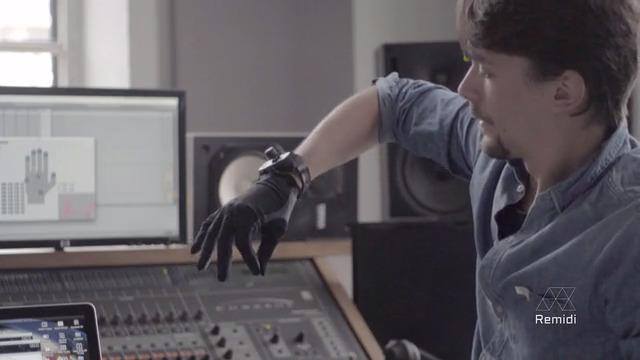 片手に手袋はめるだけで作曲が?手のジェスチャーで音やリズムをコントロールする「Remidi T8」ならできるかも