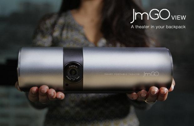 サーモスボトルのようなAndroidスマートプロジェクター「JmGO View」ならどこでもシアター