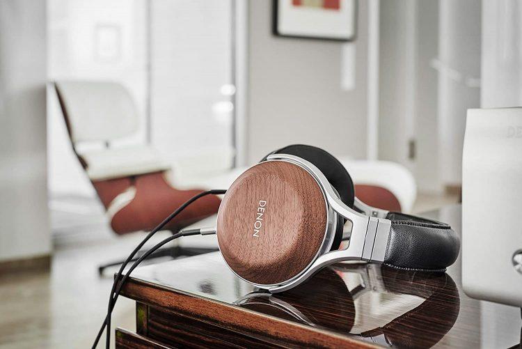 オーバーイヤーヘッドホンのおすすめ22選。快適な装着感で音楽を堪能