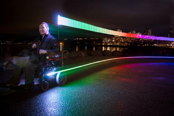 夜間の車椅子・自転車を、可愛く目立たせる!おしゃれな安全ライトで、夜道を楽しく