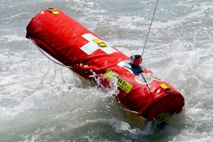 おぼれている人を35km/hで救助するロボットライフガードが超頼もしい