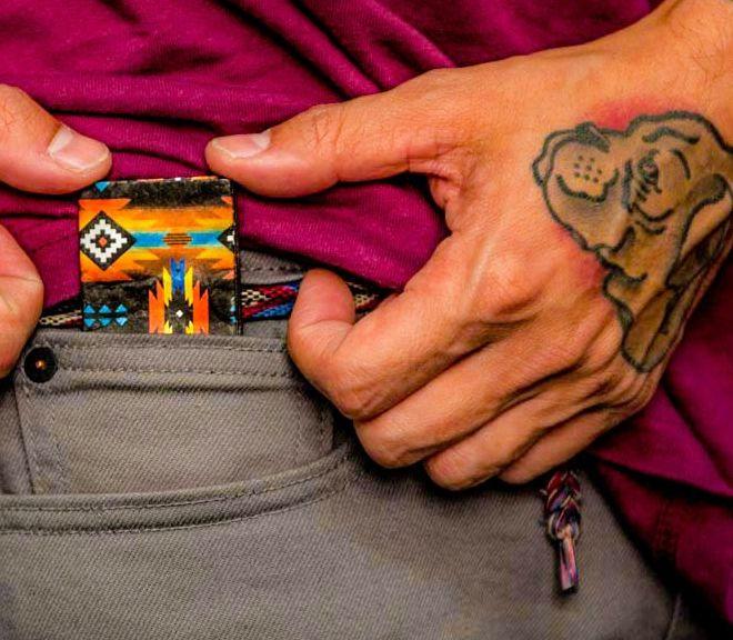 20枚の硬貨をコインポケットサイズに収納できる専用ケースがスタイリッシュ