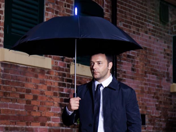 天気を自動予測して「雨降るから連れて行って」と言ってくれるスマート傘があればもう安心
