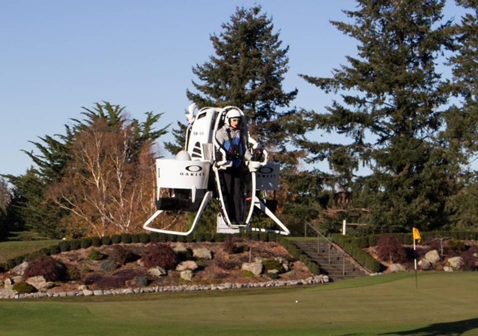 未来のゴルフはこうなる!空飛ぶカートでコースを一望するラウンドが超クール