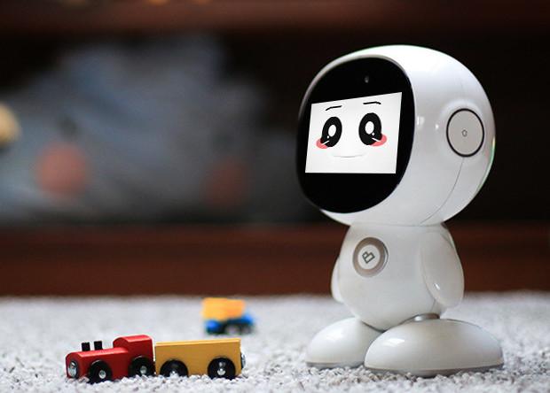パパやママ、先生、友だち、エンターテイナー。一台で何役もこなす子供用ロボット