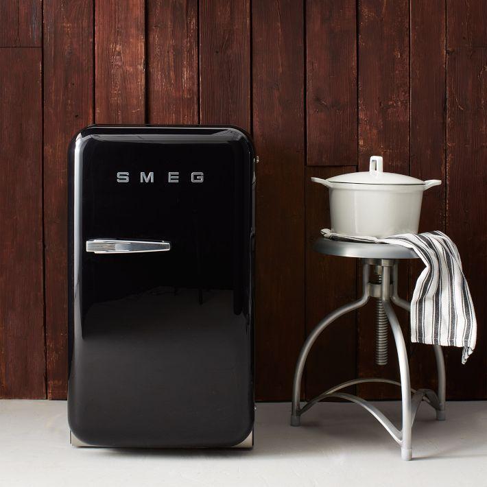 おしゃれなミニ冷蔵庫9選。一人暮らしは小型のタイプを選ぼう