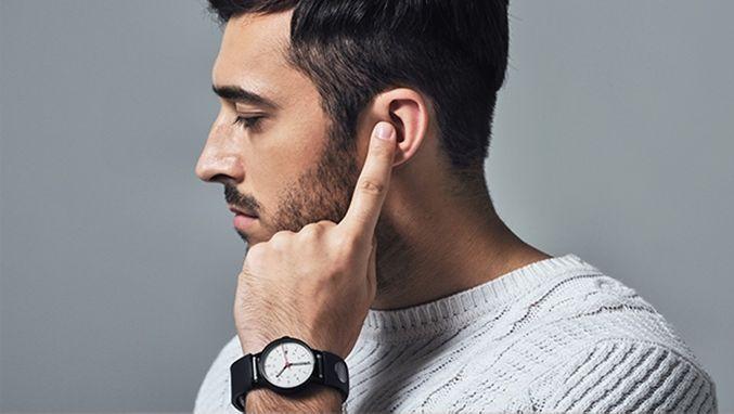 指先耳タッチで通話できる!バンド交換で腕時計がスマート化する「Sgnl」が使える