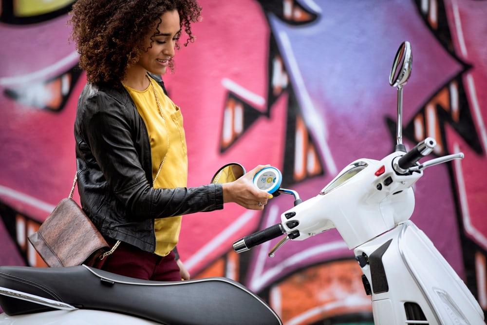 これこそスクーターナビ!安全運転を助ける「TomTom VIO」のデザインが秀逸