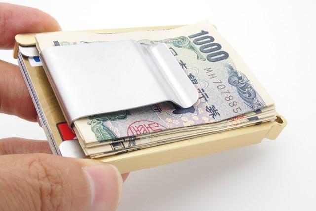 小さい財布の頂点!財布の中身ほぼ入るカードホルダー&マネークリップが劇的ミニマル