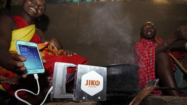 火でスマホを充電!熱電発電デバイス「Spark」が健康と環境と教育を救う