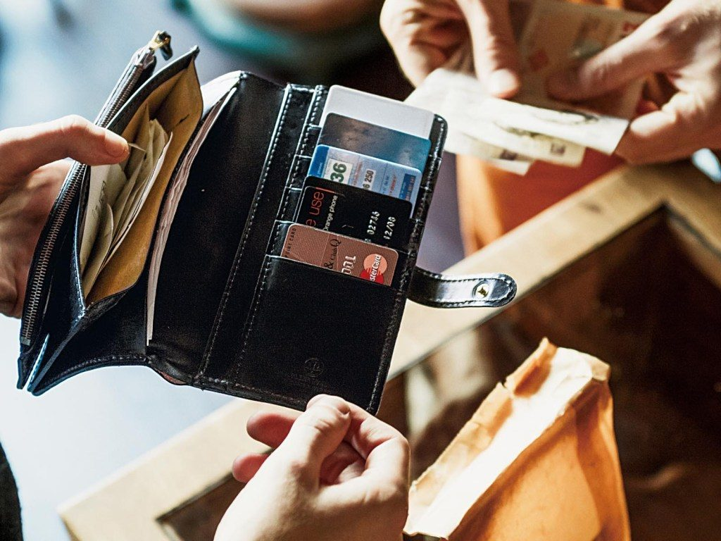 メンズ財布のおすすめ人気ブランドランキング|20代男性ならこれを選ぼう