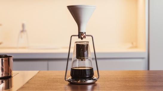 ポアオーバー、イマージョン、コールドドリップ対応のスマートなコーヒーメーカー