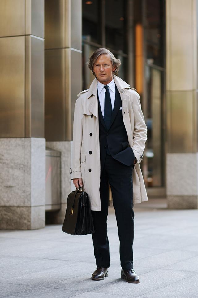 ビジネスマンはトレンチコートを着こなそう。メンズブランドと共にご紹介