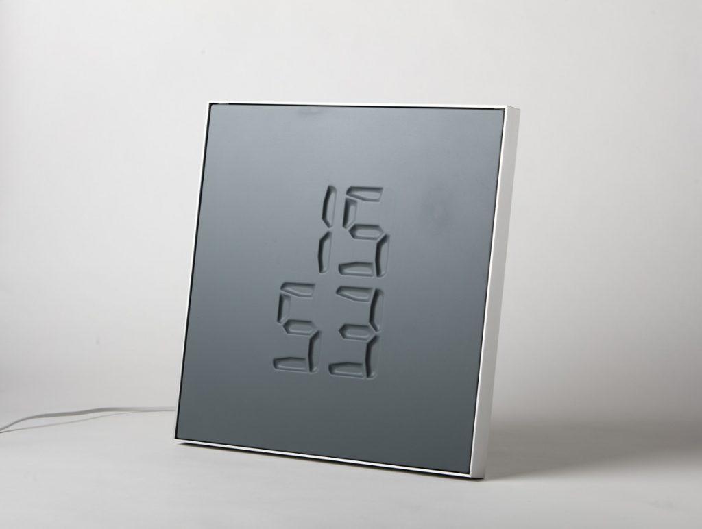 時を刻む。時間が彫刻される「ETCH Clock」なら一瞬一瞬を大切にしたくなる
