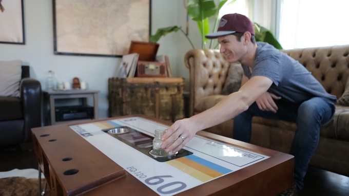 オフィスにもリビングにもしっかりフィット!シンプルで斬新なカセットテープ型テーブル